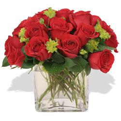 Artvin çiçekçi telefonları  10 adet kirmizi gül ve cam yada mika vazo