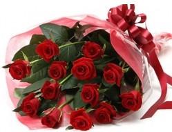 Artvin anneler günü çiçek yolla  10 adet kipkirmizi güllerden buket tanzimi