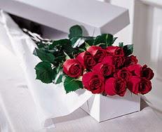 Artvin çiçek satışı  özel kutuda 12 adet gül