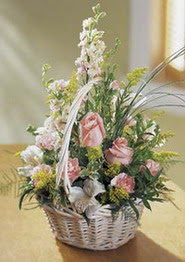 Artvin çiçek gönderme  güller ve mevsim çiçeginden sepet