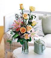 Artvin çiçek , çiçekçi , çiçekçilik  cam yada mika vazo içerisinde gül kazablanka