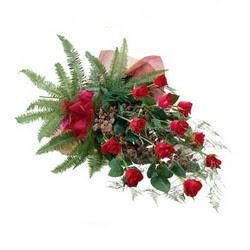 Artvin online çiçek gönderme sipariş  10 adet kirmizi gül özel buket çiçek siparisi