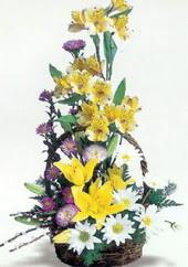 Artvin uluslararası çiçek gönderme  Sepette mevsim çiçekleri