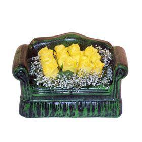 Seramik koltuk 12 sari gül   Artvin ucuz çiçek gönder