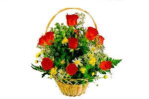 ahsap sepet kirmizi güller   Artvin çiçekçiler