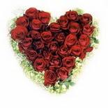 kalp biçiminde 15 gülden   Artvin güvenli kaliteli hızlı çiçek