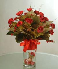 yapay güllerden vazo  9 gül  Artvin uluslararası çiçek gönderme