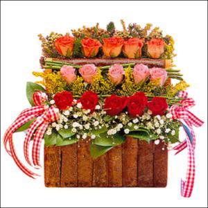 sandikta 3 kat güllerden   Artvin cicekciler , cicek siparisi