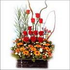 sepet içerisinde güller   Artvin çiçekçi mağazası
