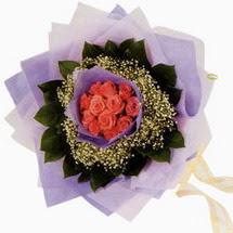 12 adet gül ve elyaflardan   Artvin çiçekçi mağazası