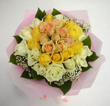 sari ve beyaz gül karisimda   Artvin çiçek , çiçekçi , çiçekçilik