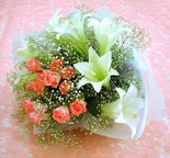 Artvin çiçek yolla  lilyum ve 7 adet gül buket