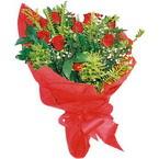 10 adet kirmizi gül buketi  Artvin çiçek yolla