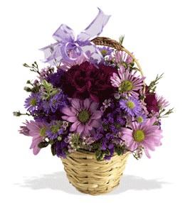Artvin uluslararası çiçek gönderme  sepet içerisinde krizantem çiçekleri