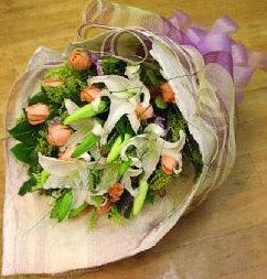 Artvin internetten çiçek satışı  11 ADET GÜL VE 1 ADET KAZABLANKA