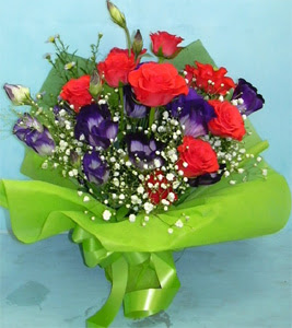 9 adet kirmizi gül ve kir çiçekleri  Artvin internetten çiçek satışı