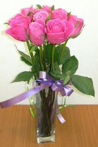 cam vazo içerisinde 11 adet gül  Artvin internetten çiçek satışı