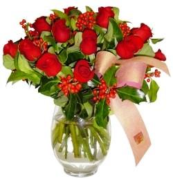 Artvin çiçekçi mağazası  11 adet kirmizi gül  cam aranjman halinde