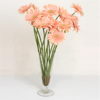 Artvin çiçek siparişi sitesi  ince cam vazoda 15 adet gerbera çiçegi