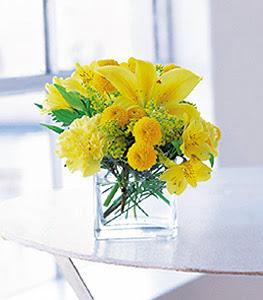 Artvin ucuz çiçek gönder  sarinin sihri cam içinde görsel sade çiçekler