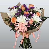 güller ve kir çiçekleri demeti   Artvin çiçekçiler