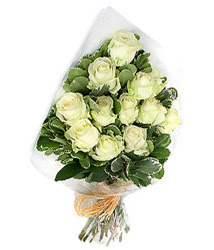 Artvin online çiçekçi , çiçek siparişi  12 li beyaz gül buketi.