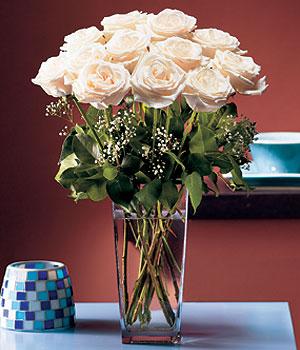 Artvin hediye sevgilime hediye çiçek  Cam yada mika vazo içerisinde 12 gül