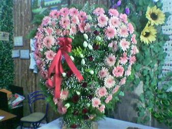 Artvin çiçek gönderme  SEVDIKLERINIZE ÖZEL KALP PANO