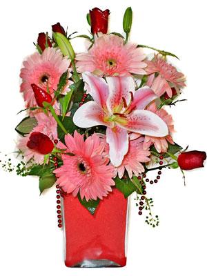 Artvin cicek , cicekci  karisik cam yada mika vazoda mevsim çiçekleri mevsim demeti