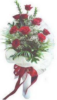 Artvin hediye çiçek yolla  10 adet kirmizi gülden buket tanzimi özel anlara