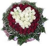 Artvin çiçek mağazası , çiçekçi adresleri  27 adet kirmizi ve beyaz gül sepet içinde