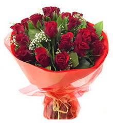 Artvin anneler günü çiçek yolla  11 adet kimizi gülün ihtisami buket modeli