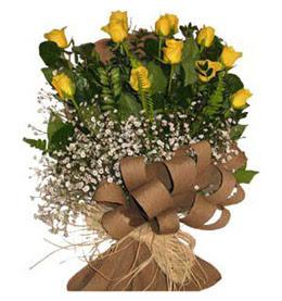 Artvin çiçek yolla  9 adet sari gül buketi