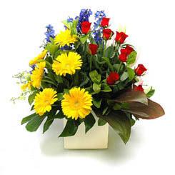 Artvin online çiçek gönderme sipariş  9 adet gül ve kir çiçekleri cam yada mika vazoda