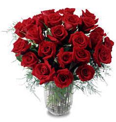 Artvin çiçek gönderme sitemiz güvenlidir  11 adet kirmizi gül cam yada mika vazo içerisinde