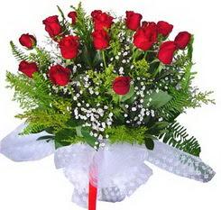Artvin çiçek satışı  12 adet kirmizi gül buketi esssiz görsellik