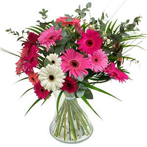 15 adet gerbera ve vazo çiçek tanzimi  Artvin online çiçek gönderme sipariş