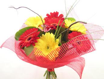 9 adet gerbera çiçeklerinden buket  Artvin çiçek satışı