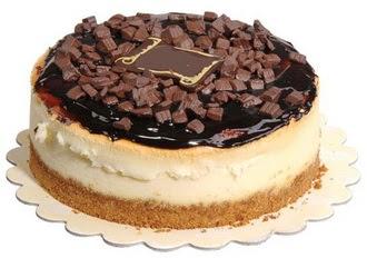 pasta yolla 4 ile 6 kisilik çikolatali yas pasta  Artvin online çiçek gönderme sipariş