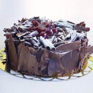 pasta yolla 4 ile 6 kisilik visneli çikolatali yas pasta  Artvin çiçek siparişi sitesi