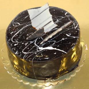 pasta gönder 4 ile 6 kisilik parça çikolatali yaspasta  Artvin internetten çiçek siparişi