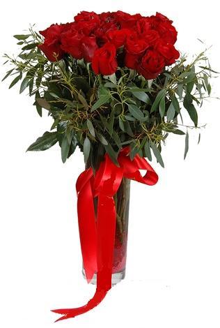 15 adet kirmizi gül cam vazo içerisinde  Artvin internetten çiçek satışı