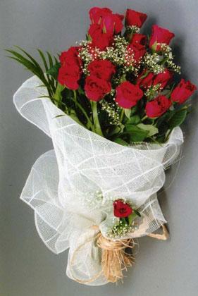 10 adet kirmizi güllerden buket çiçegi  Artvin yurtiçi ve yurtdışı çiçek siparişi