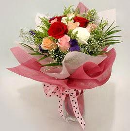 Karisik renklerde 11 adet gül buketi  Artvin çiçek gönderme