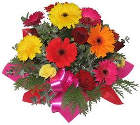 Karisik mevsim çiçeklerinden buket  Artvin hediye sevgilime hediye çiçek