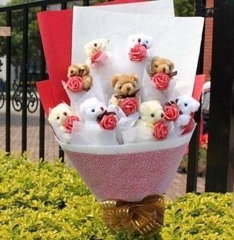 Artvin çiçek siparişi vermek  9 adet ayicik ve 9 adet yapay gül