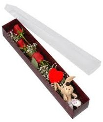 kutu içerisinde 3 adet gül ve oyuncak  Artvin cicekciler , cicek siparisi