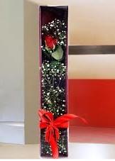 kutu içinde tek kirmizi gül  Artvin çiçek online çiçek siparişi
