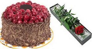 1 adet yas pasta ve 1 adet kutu gül  Artvin uluslararası çiçek gönderme