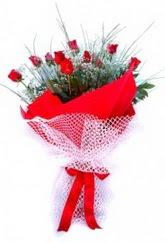 Artvin İnternetten çiçek siparişi  9 adet kirmizi gül buketi demeti